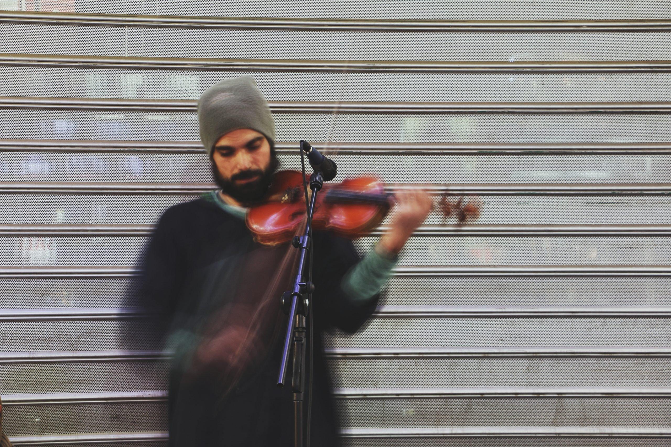 moof jongen viool spelend